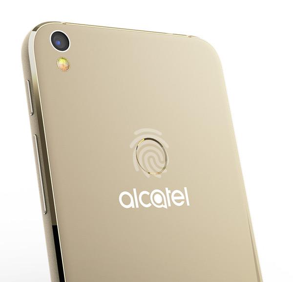 gouden alcatel shine lite ingezoomd op achterkant met vingerafdrukscanner