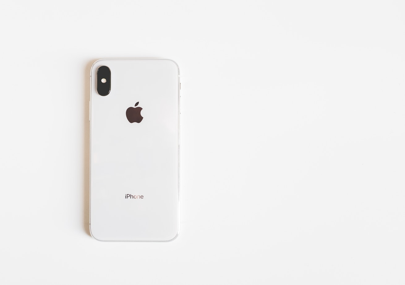 iPhone Xr op witte achtergrond