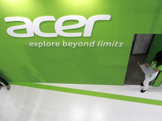 groene achterwand van acer met de witte tekst 'acer explore beyond limits' er op